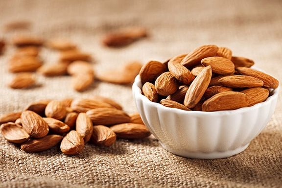 مصرف بادام موجب بهبود کلسترول میشود