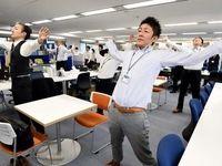 زنگ ورزش کارمندان ژاپنی +تصاویر