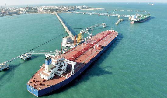 هزینه فروش نفت برای ونزوئلا افزایش یافت/ ماهی گرفتن چینیها از آب گلآلود تحریمها