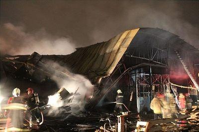 آتشسوزی گسترده در کارگاه ۲هزار متری تولید مبل +عکس
