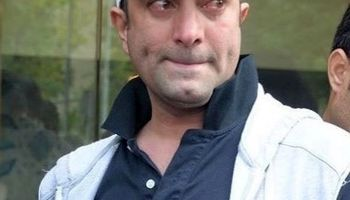 اشکهای مجید صالحی در مراسم تشییع عارف +عکس