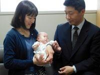 کوچکترین نوزاد جهان از بیمارستان مرخص شد +عکس