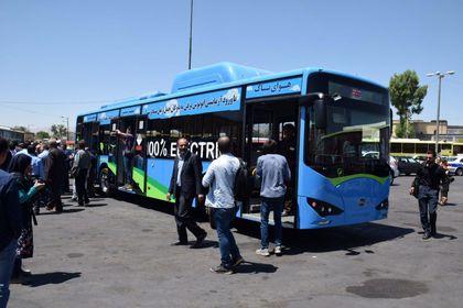 تحویل اولین اتوبوسبرقی ایران به ناوگان حملونقل عمومی شیراز +تصاویر