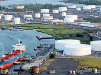 تاثیر ثانویه تحریم نفتی ایران در شعله جنگ تجاری