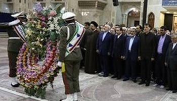ادای احترام ظریف، معاونان و رؤسای نمایندگیهای ایران در خارج از کشور به مقام شامخ امام راحل (ره)