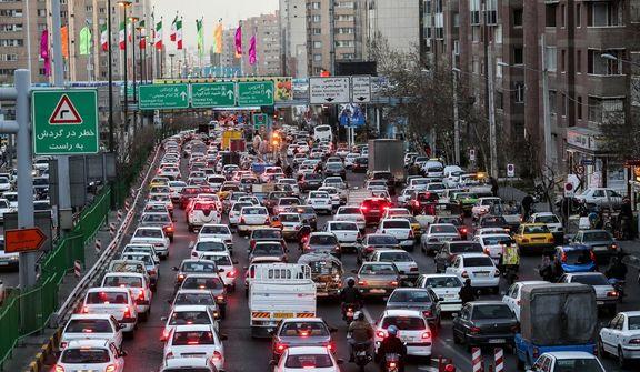 تهرانیها سالانه 300ساعت در ترافیک میمانند