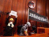 تسخیر پارلمان هنگ کنگ توسط معترضان +تصاویر