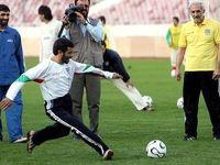 احمدینژاد خودش را فوتبالیست معرفی کرد +عکس