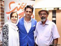 آقای بازیگر در کنار پدر و مادرش +عکس