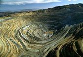 ایران با ۱۴۰۰ میلیارد دلار سرمایه معدنی چه میکند؟