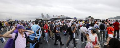 جشن ورود اولین ناو هواپیمابر چین به هنگ کنگ