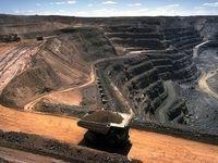 سایه ۱۰ ساله صنعت و بازرگانی بر سر معدن