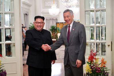 در حاشیه اجلاس تاریخی بین ترامپ و کیم جونگ اون در سنگاپور