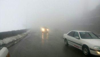 جادههای کوهستانی استان تهران مهآلود و پوشیده از برف است