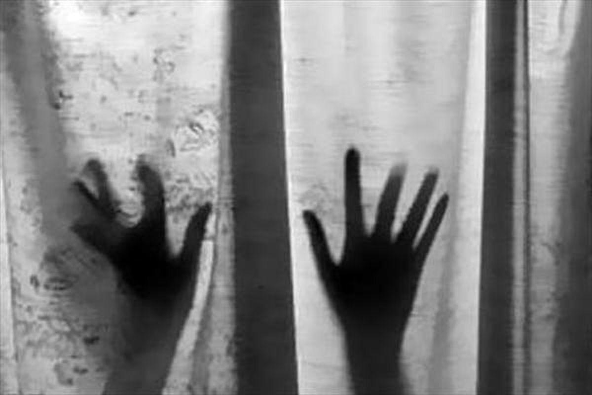 استخدام منشی بهانهای برای آزار دختر جوان