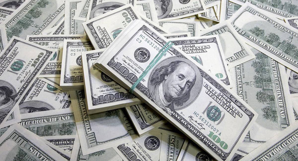 دلار و یورو ۱۰۰تومان گران شد/ استقامت دلار در کانال ۱۱هزارتومان