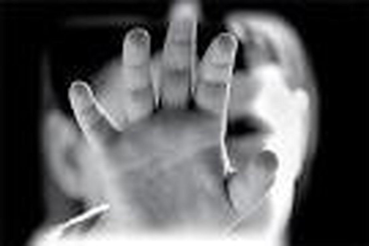 حمله مرد شیطان صفت به زن جوان +عکس