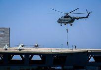حمله به ناو آمریکایی در رزمایش ایران +عکس