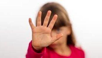 نامادری سنگدل دست دختر ۹ساله را سوزاند +عکس