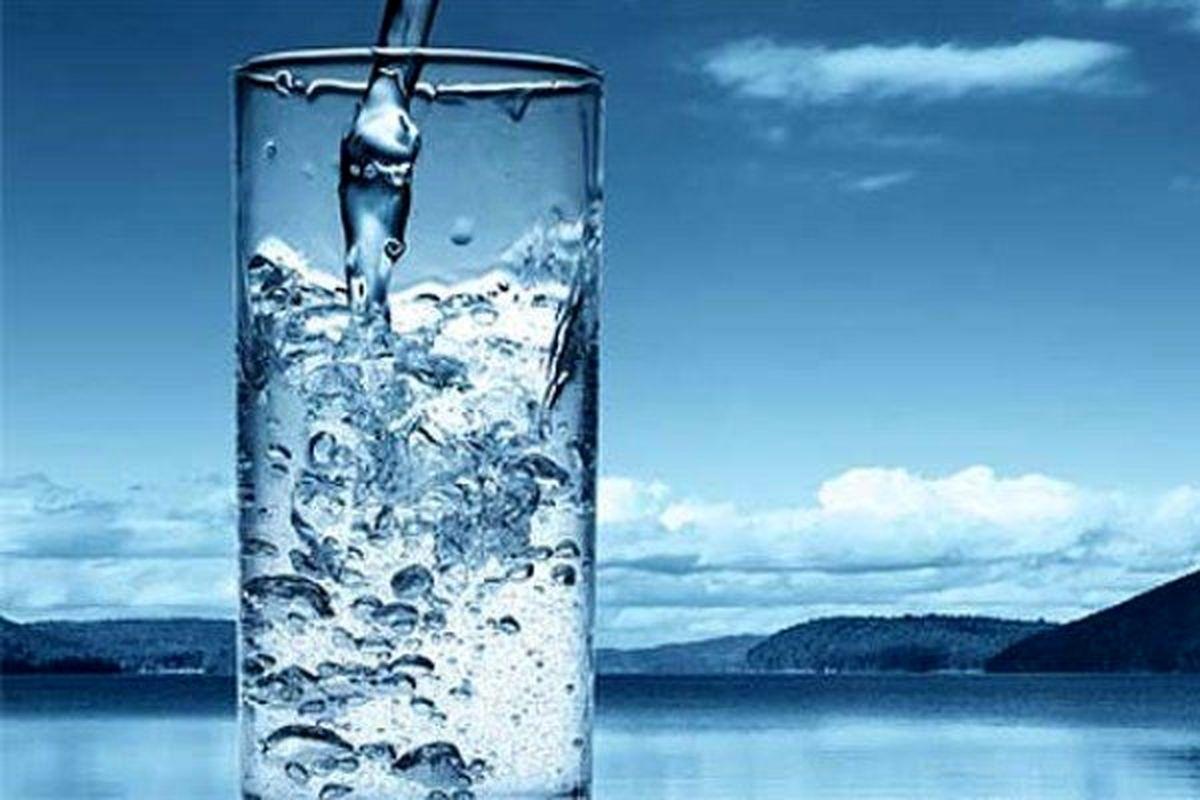 چرا به همراه غذا نباید آب بنوشیم؟