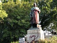 سرنگونی مجسمه کریستف کلمب +تصاویر
