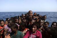 تراژدی عبور صدها مهاجر از دریای مدیترانه! +تصاویر