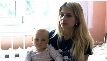 نجات نوزاد 11ماهه پس از سقوط از ساختمان +عکس