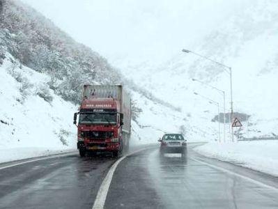 بارش برف در محورهای هراز و کندوان