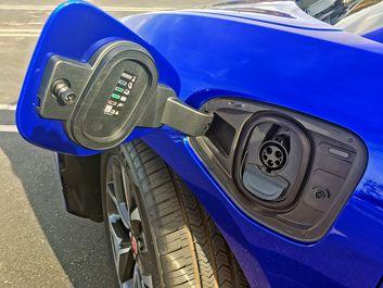 پایگاه خبری آرمان اقتصادی 2019-Jaguar-I-Pace-EV400-Blue-11 نگاهی به هاچبک شارژی جگوار +تصاویر