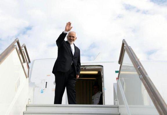 ظریف پس از مصاف دیپلماتیک با تیم ب عازم تهران شد