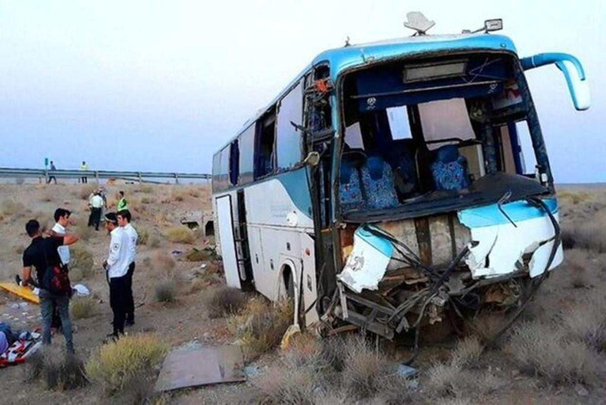 برخورد اتوبوس و کامیون در اتوبان ساوه-تهران