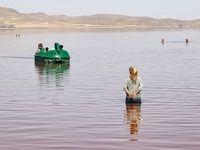 مسافران تابستانی دریاچه ارومیه +تصاویر