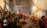 مرگ ۳نفر در ریزش ساختمان کلنگی در ظفر +تصاویر