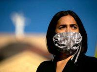 اعتراضات به لغو قرنطینه با کیسههای حمل جسد +عکس
