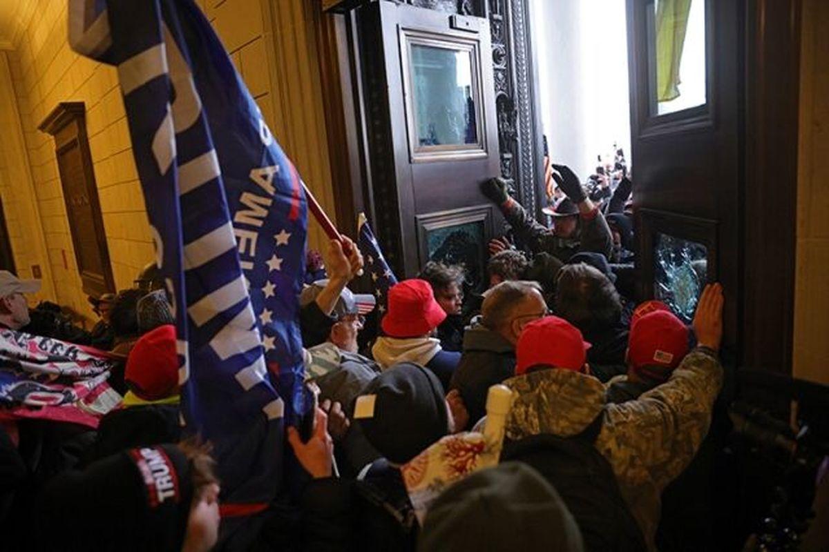 شورشیان حامی ترامپ امشب در داخل کنگره میمانند