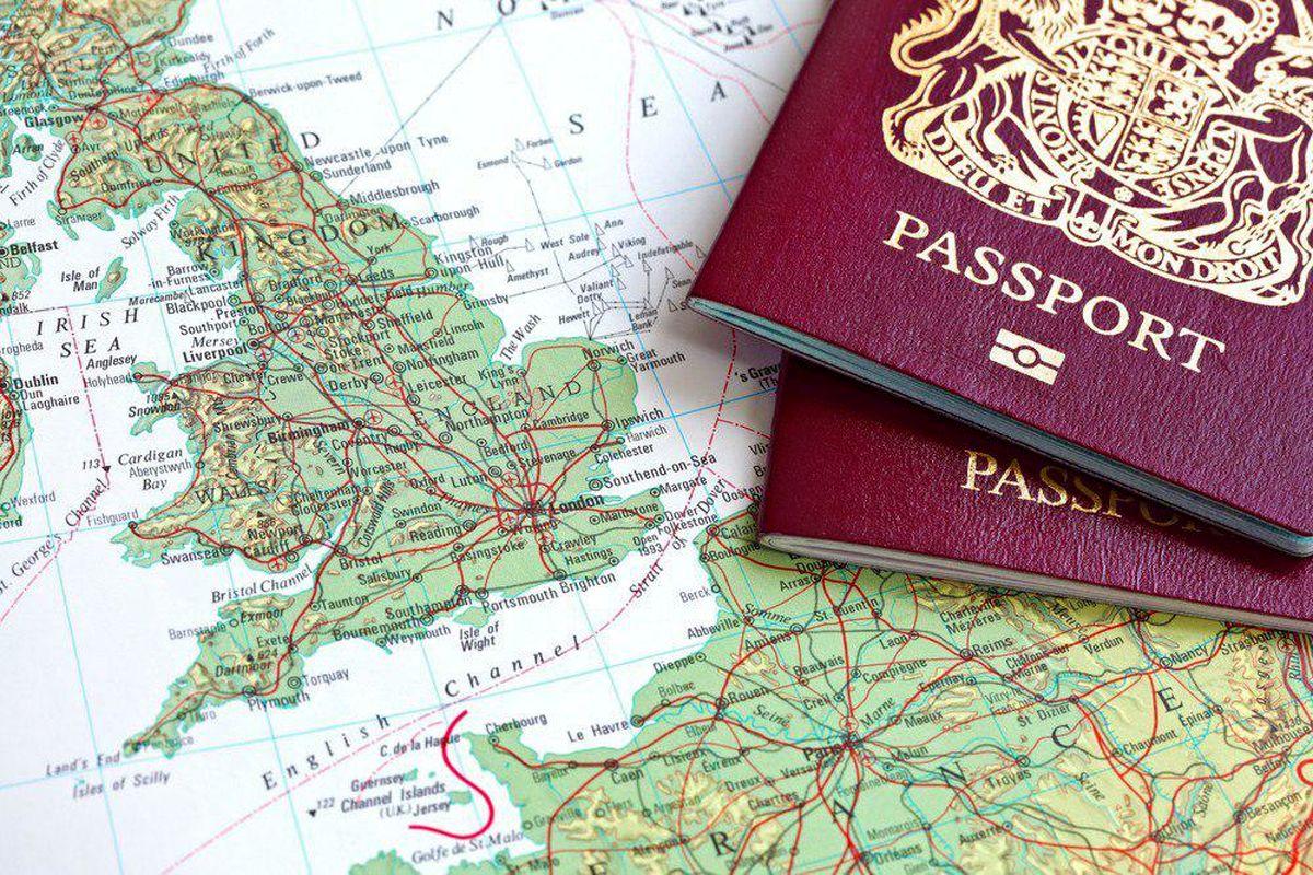 دستور روحانی در حذف مهر از گذرنامه اتباع خارجى اجرایى شد