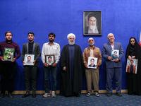 دیدار صمیمی رئیس جمهور با فعالان امداد و نجات در سیل +تصاویر