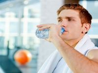 رابطه نوشیدن آب و کاهش وزن