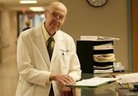 پیرترین پزشک جهان چند کودک به دنیا آورده؟ +عکس