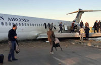 هواپیمای از باند خارج شده در ماهشهر چطور به  فرودگاه بازگشت؟ +فیلم