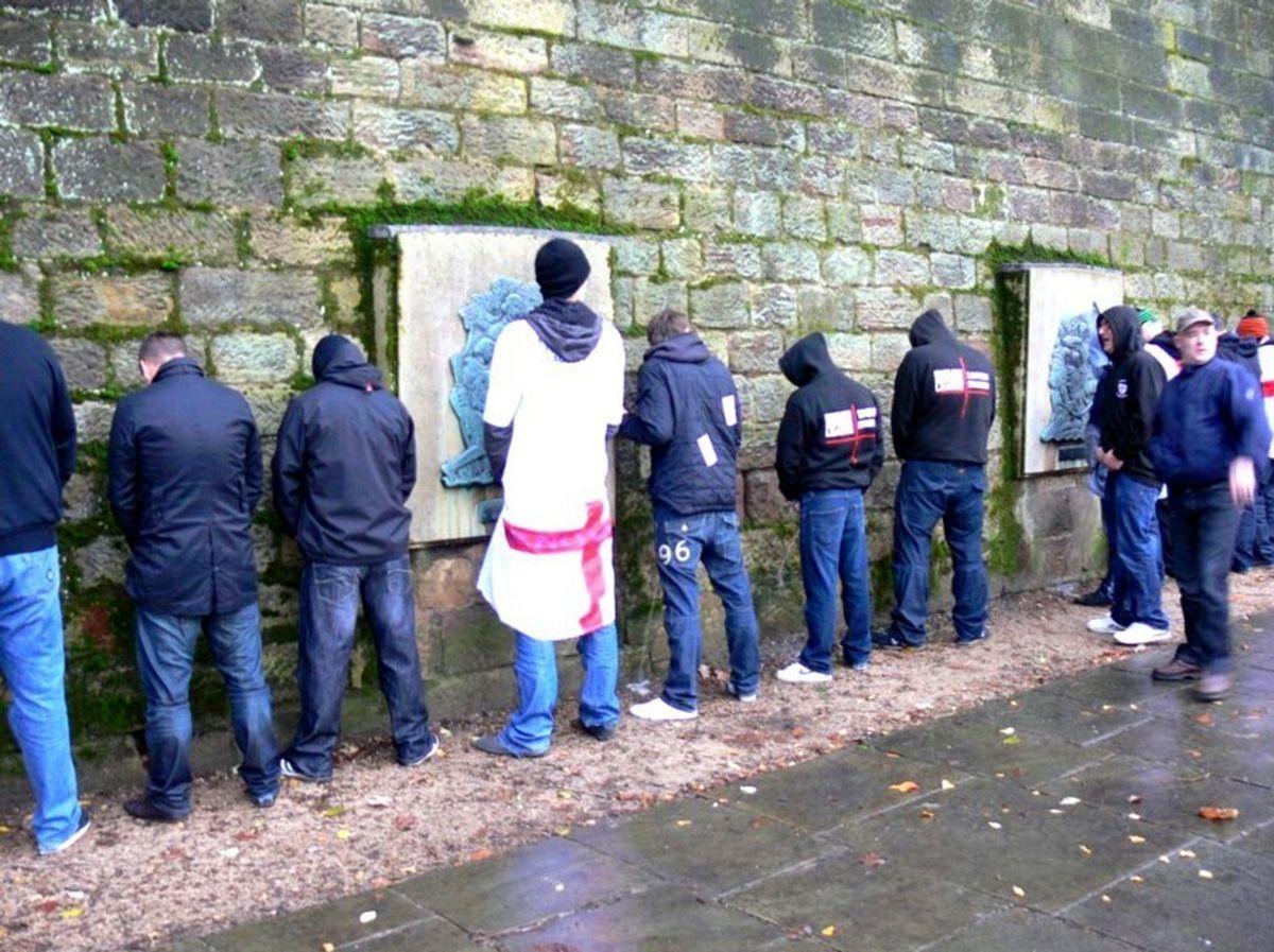"""معضلی به نام """"ادرار مردان اروپایی"""" در شهر! +عکس"""