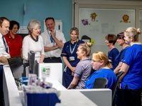 سرکشی نخستوزیر انگلیس به بیمارستان کودکان +عکس