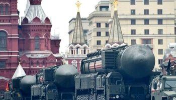 کاروان حامل موشکهای اتمی در ترافیک بزرگراه +عکس