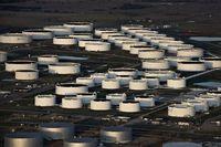 عقب نشینی قیمت نفت / بازار مجددا چشم انتظار مذاکرات ایران و آمریکا