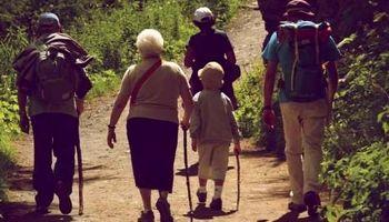 پیادهروی کوتاه مدت برای سالمندان مفید است