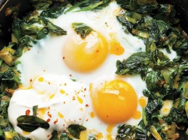 تخم مرغ و اسفناج