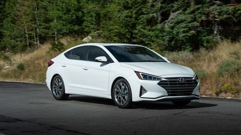 2019-Hyundai-Elantra-04