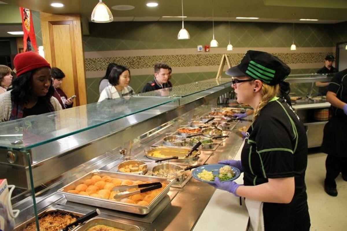 غذاخوریهای دانشگاههای آمریکا چه امکاناتی دارند؟ +عکس