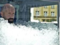 مردی که ۲ ساعت در جعبه یخ ماند +تصاویر
