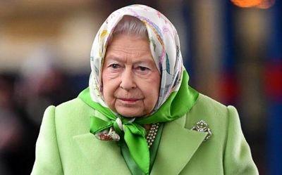 پوشش جالب ملکه بریتانیا در ایستگاه قطار +تصاویر